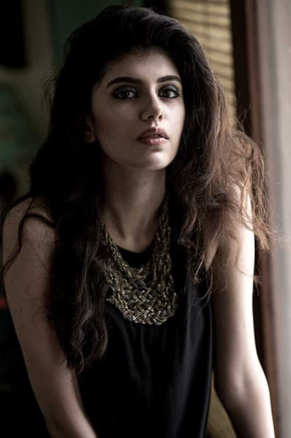 Beautiful Sanjana Sanghi