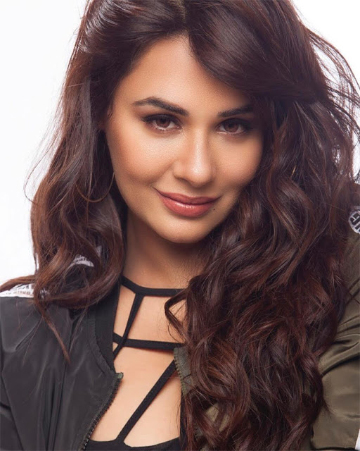 Mandy Takhar Cute Photo